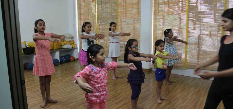 Sway Dance Studio-Bodakdev-6437_ofokfe.jpg