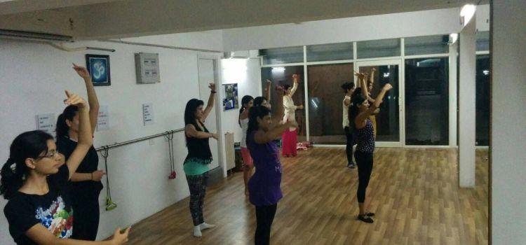 Sway Dance Studio-Bodakdev-6438_rbtluq.jpg