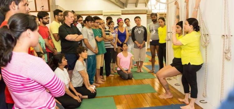 Iyengar Yoga Yogakshema-New Delhi-6770_qircmq.jpg