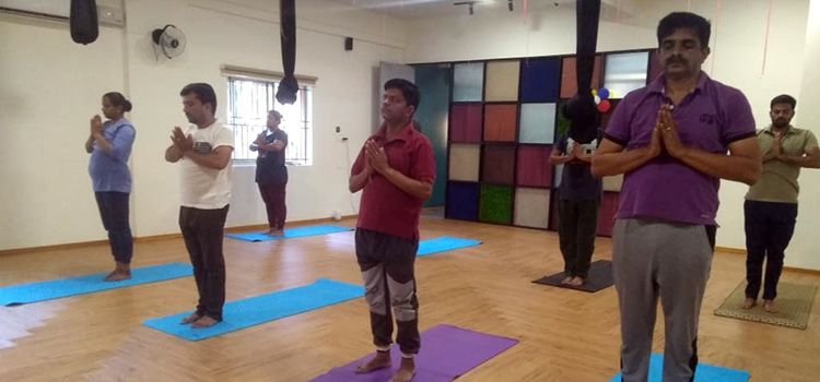 Sarva Yoga Studio-Nagarbhavi-10541_heb2bw.jpg