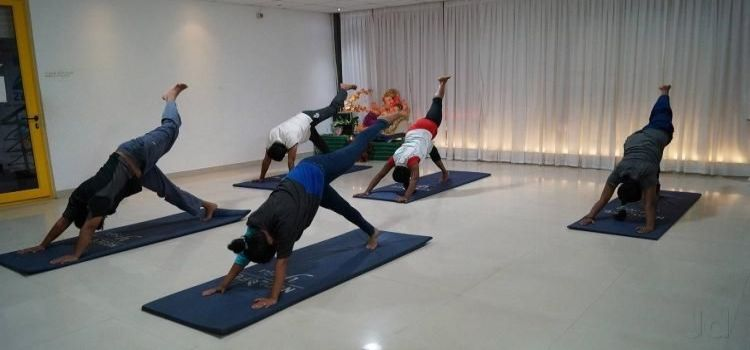 Neolife Yoga Studio_8240_ie5bld.jpg